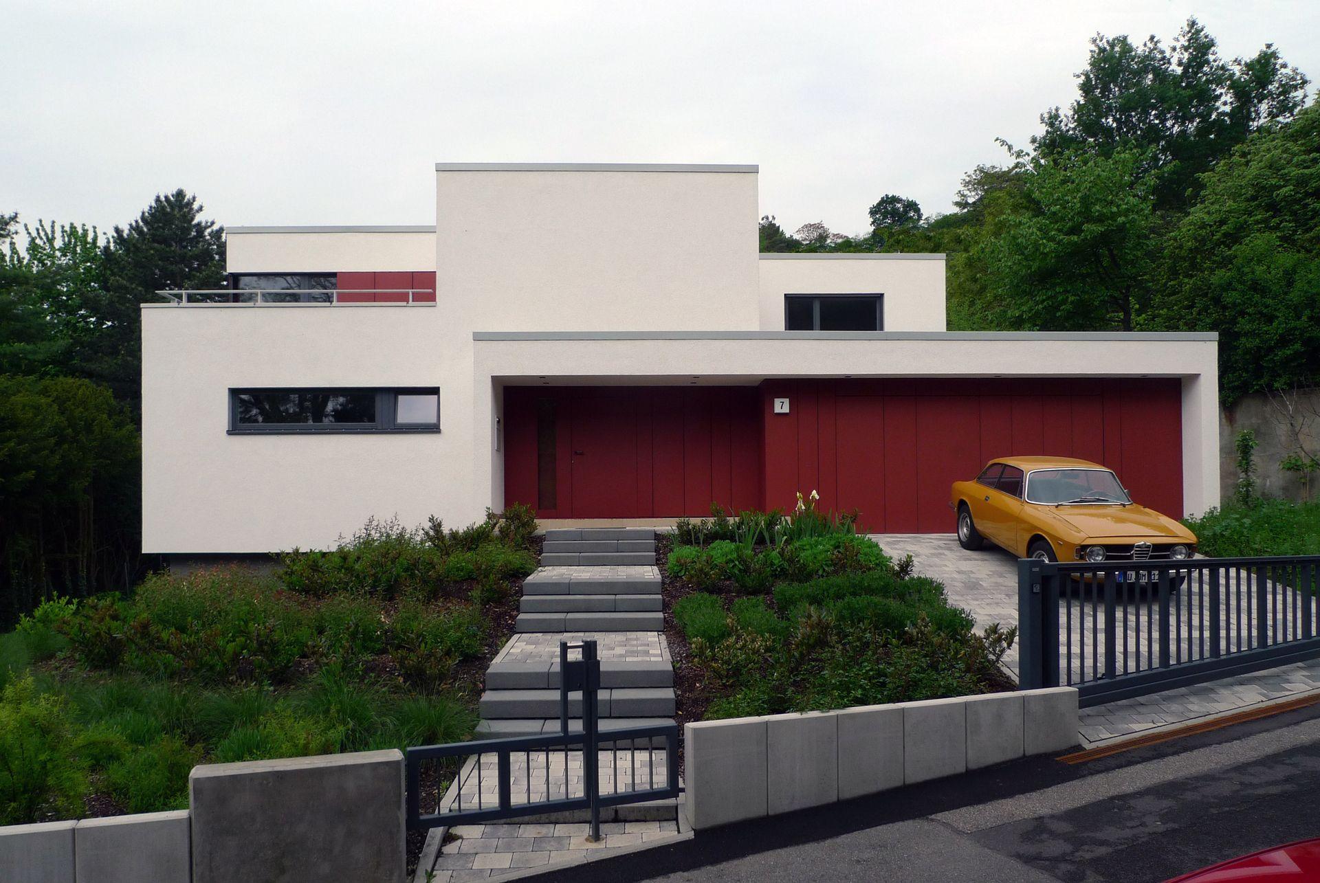 Brilliant Moderne Hauseingänge Ideen Von Farbakzent Durch Garage Und Eingang