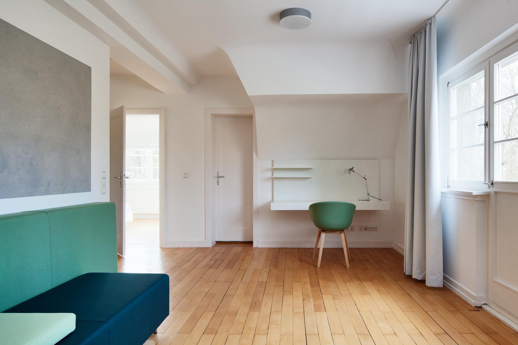 g stezimmer in historischen mauern. Black Bedroom Furniture Sets. Home Design Ideas
