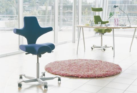 schreibtischst hle mit kultstatus. Black Bedroom Furniture Sets. Home Design Ideas