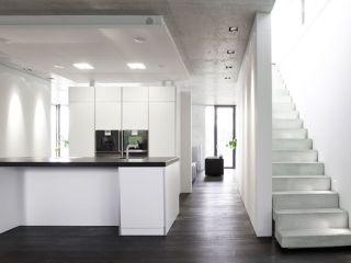 k che mit sichtbeton elementen. Black Bedroom Furniture Sets. Home Design Ideas