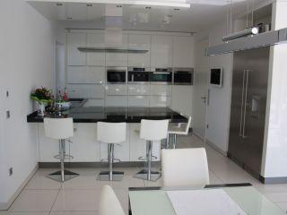 Weiße Küche Mit Schwarzer Arbeitsplatte Bauemotion De
