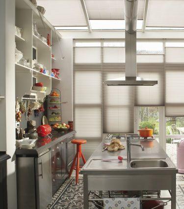 platz da mehr platz und stauraum in kleinen k chen. Black Bedroom Furniture Sets. Home Design Ideas