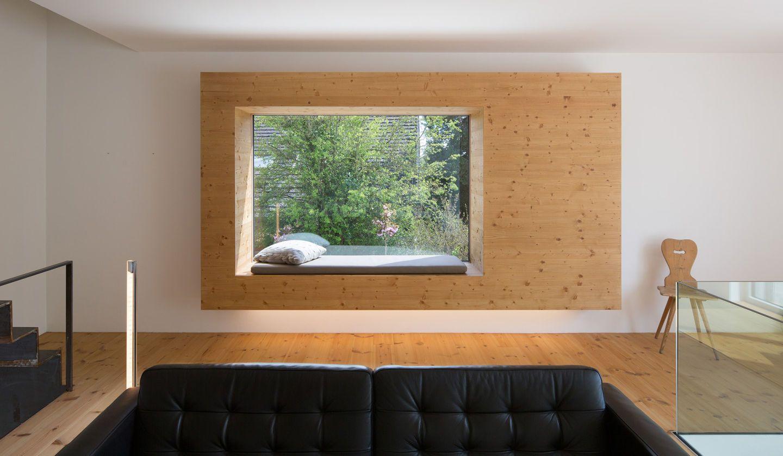 wohnzimmer mit sitznische im fenster. Black Bedroom Furniture Sets. Home Design Ideas