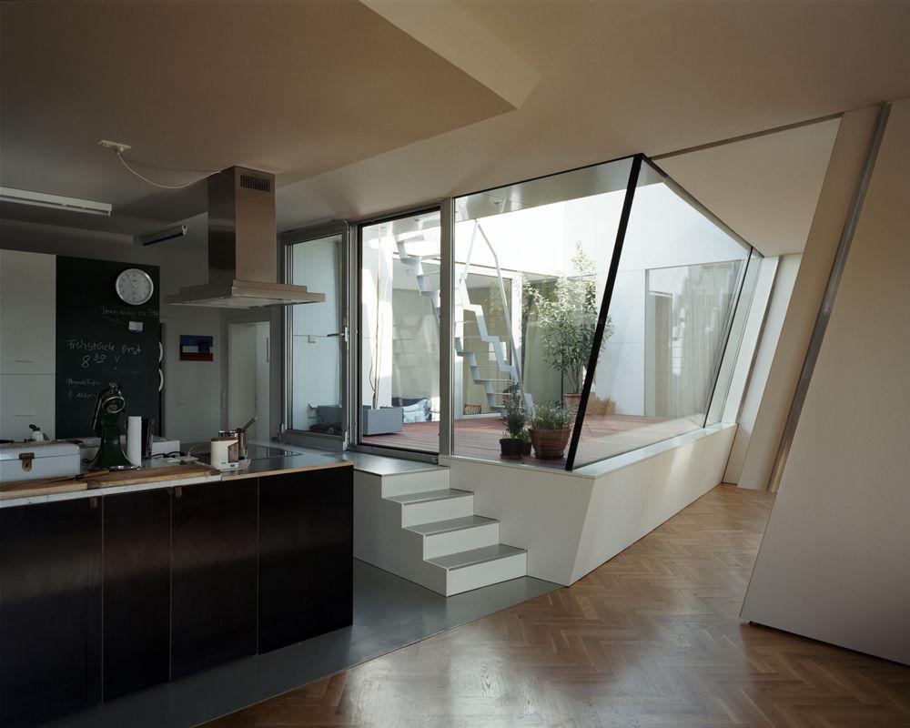 extravagante k che am atrium. Black Bedroom Furniture Sets. Home Design Ideas