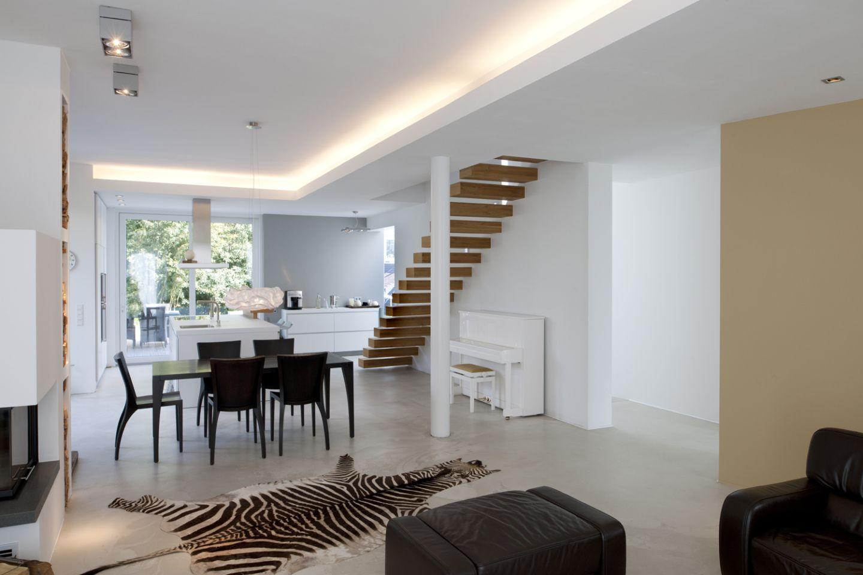freier blick und r ckzugsm glichkeit in einem gro z gigen haus. Black Bedroom Furniture Sets. Home Design Ideas