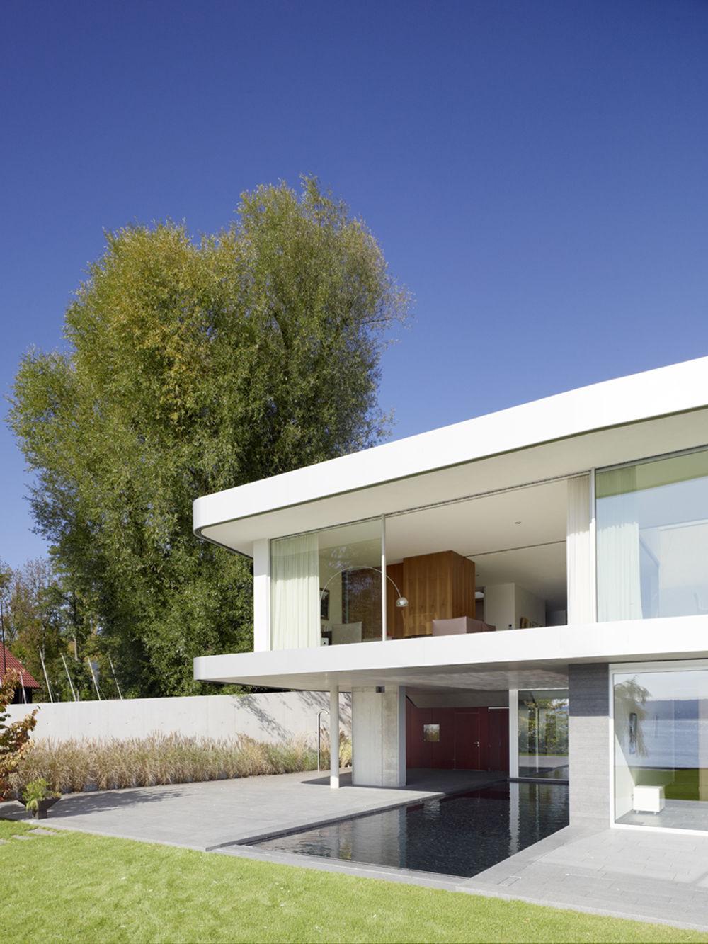 terrasse mit wasserbecken. Black Bedroom Furniture Sets. Home Design Ideas