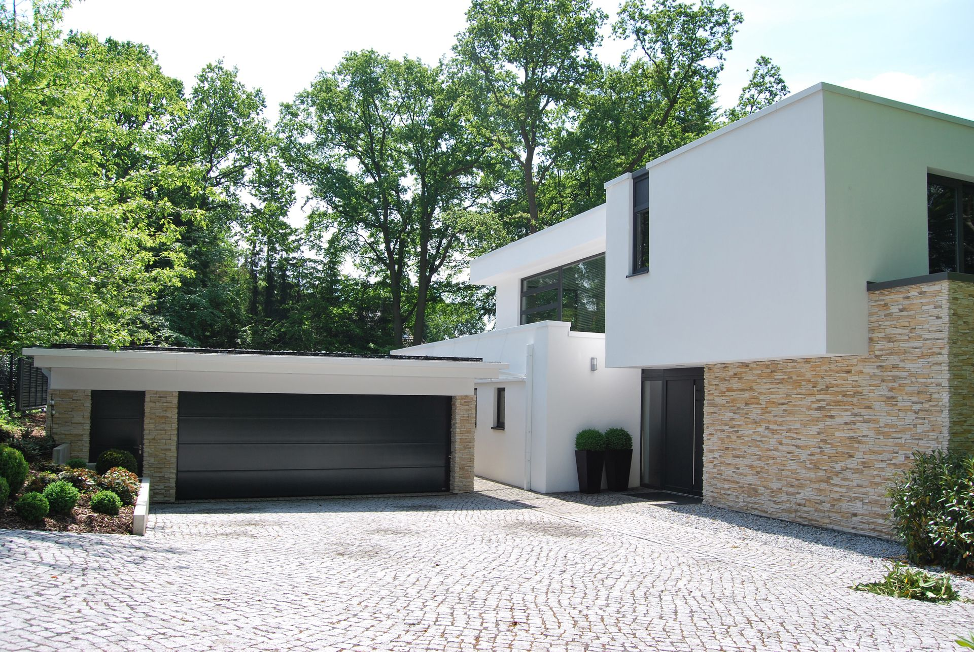 garage mit naturstein-verkleidung - bauemotion.de
