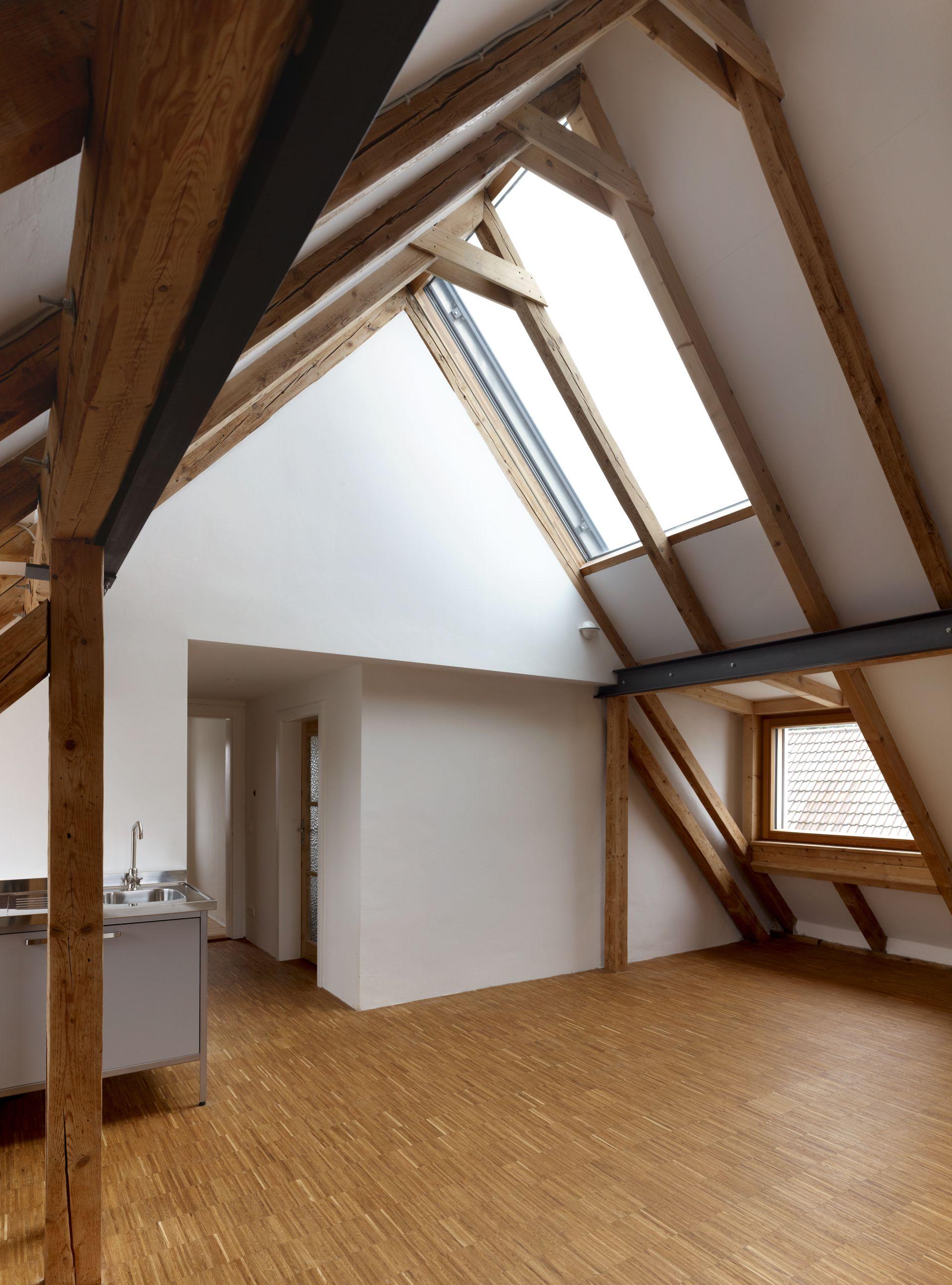 Wohnzimmer in gro z gigem dachgeschoss - Wohnzimmer dachgeschoss ...